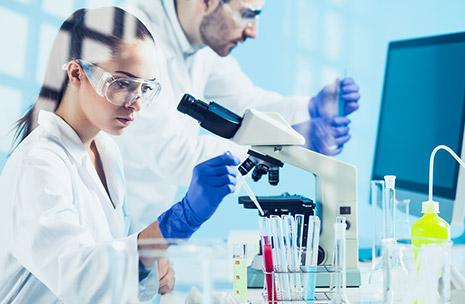 Foto di scienziati in un laboratorio